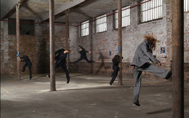 Dancers in the factory - Photo Anna Solé